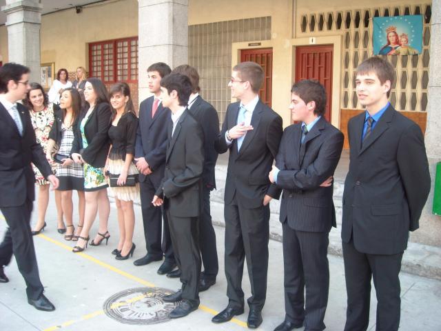 Trajes y vestidos dieron al evento un punto de solemnidad
