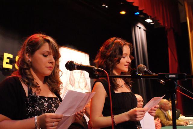 Felicidades a estas dos alumnas por su magnífico discurso y puesta en escena.