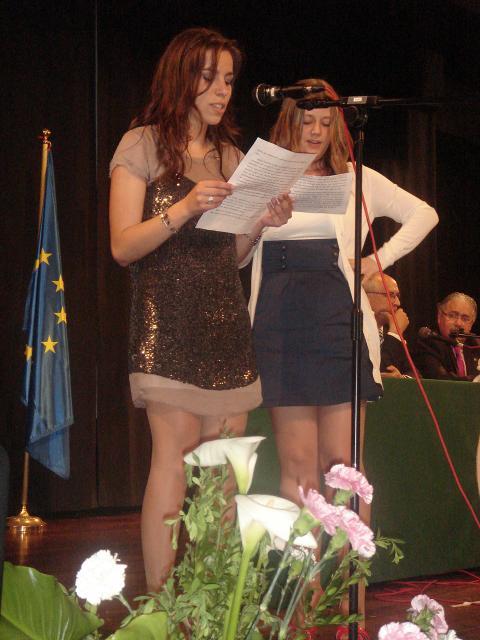 Dos alumnas representaron magistralmente al resto de la promoción