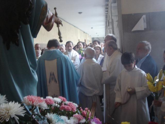 María Auxiliadora con sus fervientes devotos