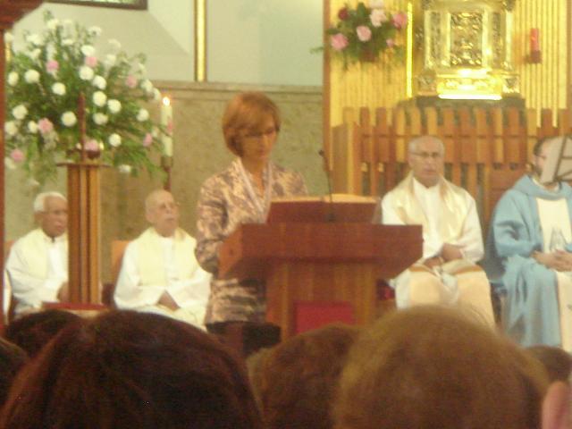 Maribel leyendo el Salmo
