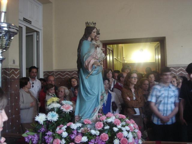 Nuestra Virgen en el pórtico de acceso a la Iglesia